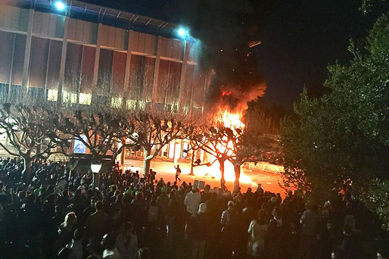 UC+Berkeley+protests+turn+violent.+