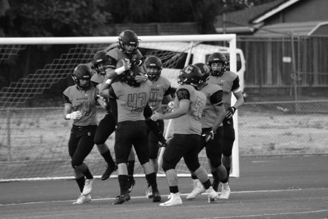 Grizzlies football team off to roaring start