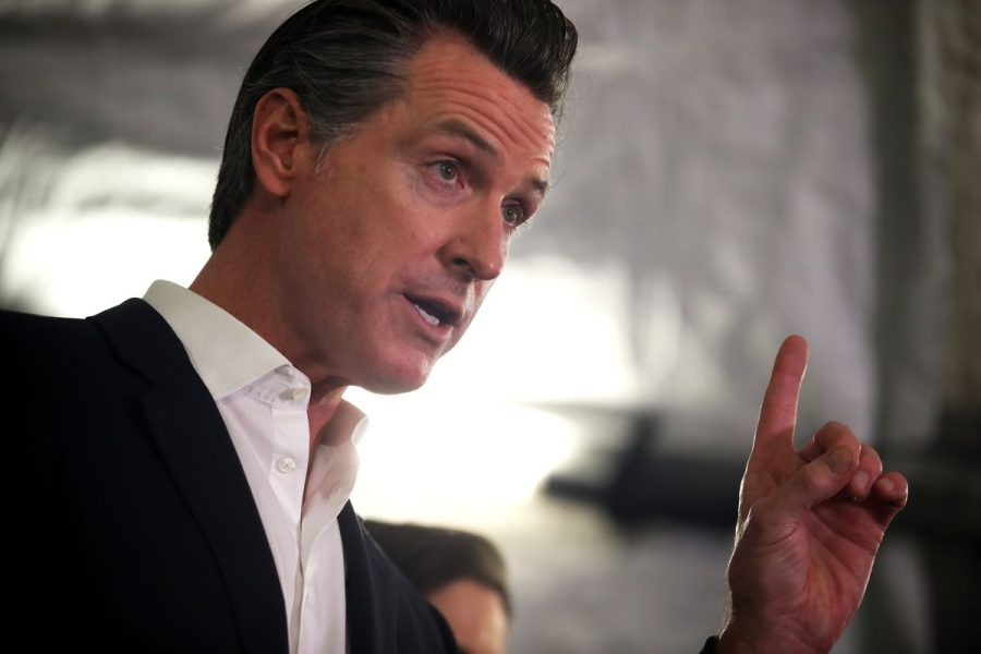 Gov.+Gavin+Newsom%E2%80%99s+political+career+may+come+to+a+sudden+halt%2C+as+a+recall+effort+appears+to+be+moving+forward.+He+could+face+a+recall+election+by+the+end+of+the+year.